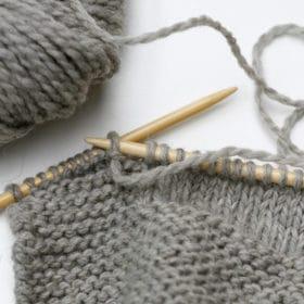 Laine ou coton, que choisir pour le doudou de bébé?