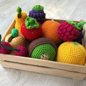 Fruits et légumes en crochet: une valeur sûre pour la dinette des enfants
